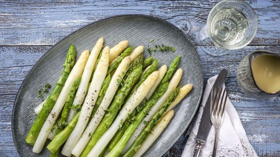 A picture shows wine and asparagus