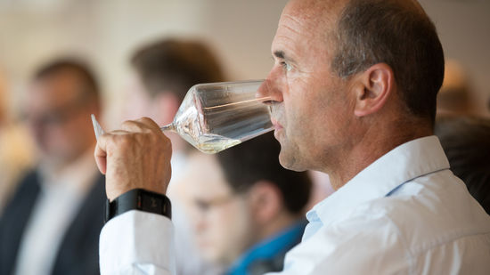 A picture shows a guest tasting austrian wine